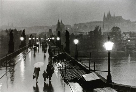 willy-ronis-le-pont-charles.-prague.